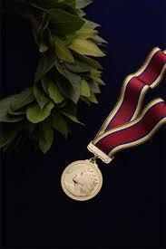 מדלית זהב - אילוסטרציה למאמר על דירוג משרדנו בדנס 100